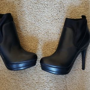 Black guess ankle boots